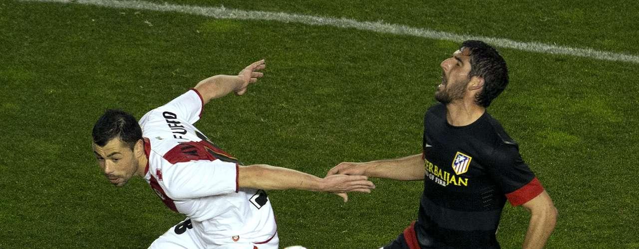 Rayo Vallecano necesitó sólo de 45 minutos para sentenciar por 2-1 el duelo ante Atlético de Madrid, con lo que los de Vallecas siguen en puestos europeos y los Colchoneros sólo tienen una distancia de cuatro puntos ante Real Madrid.