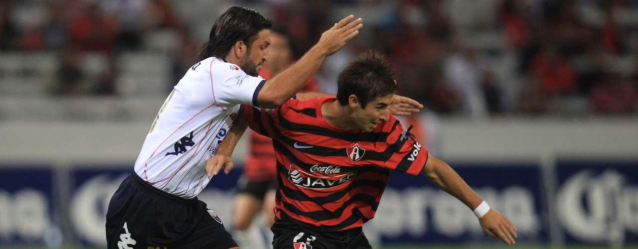 Francisco Fonseca sufrió para intentar contener los embates de Isaac Brizuela.