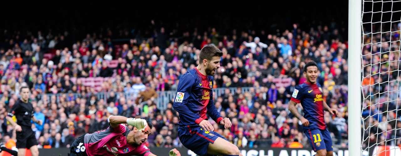 Gerard Pique scores Barcelona´s sixth goal