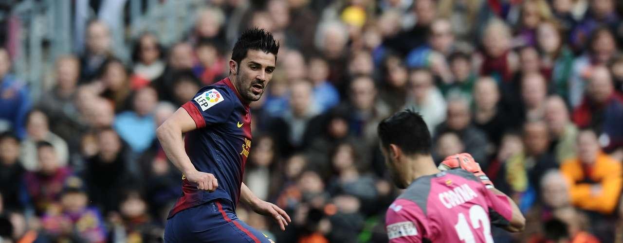 David Villa scores Barcelona's third goal
