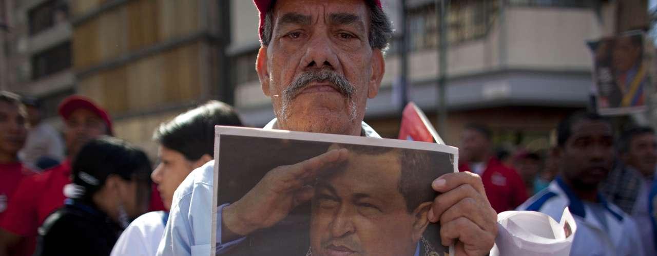 El día en que se supone que Chávez juramentara se efectuó un acto público en Venezuela en ausencia del Presidente. En un masivo acto con los trabajadores de la PDVSA, el ministro de Petróleo y presidente de la estatal petrolera, Rafael Ramírez, reiteró el llamado a la concentración entre gritos de \
