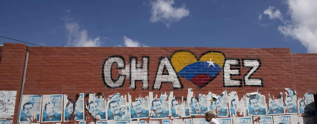 Antes de irse Chávez dejó claro que no estaba entregando el poder, sino designando ciertas responsabilidades a Maduro mientras podía regresar. Pero aunque debió regresar el pasado 10 de enero para juramentar tras su reelección en octubre, no fue así.