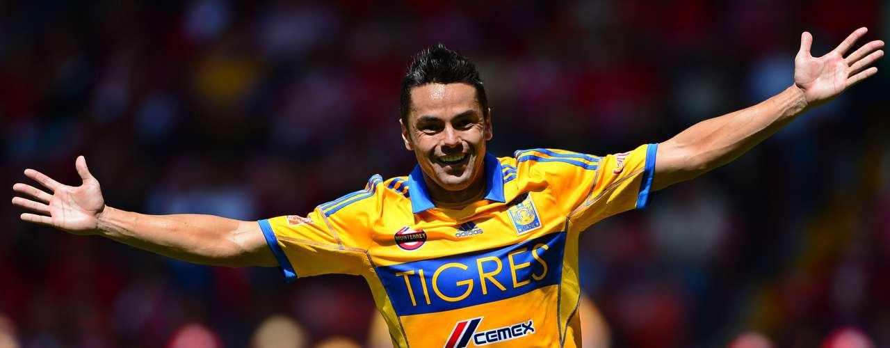 Juninho abrió el marcador, al 34', tras una buena jugada de Emanuel Villa.