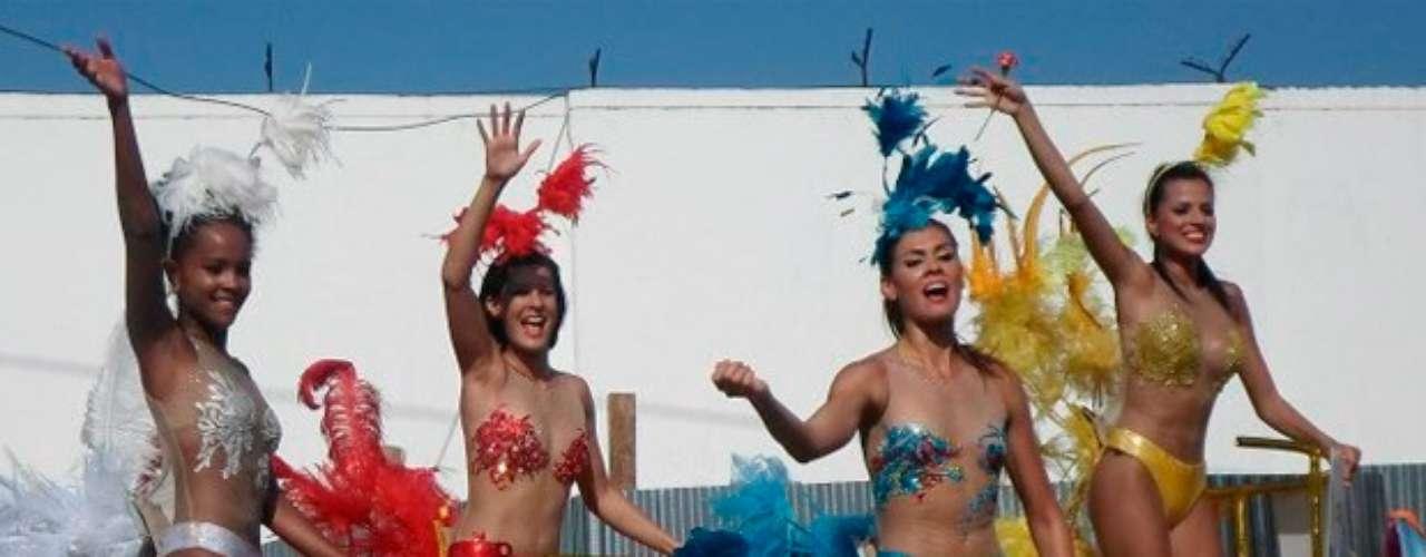 Anggie Bryan, Claudia Castro, Mónica Castaño y Liseth Henao estuvieron vestidas con diseños de Amalín de Hazbún. Aunque algunos dijeron que estaban muy delgadas, en general los comentarios hacia ellas fueron muy positivos.