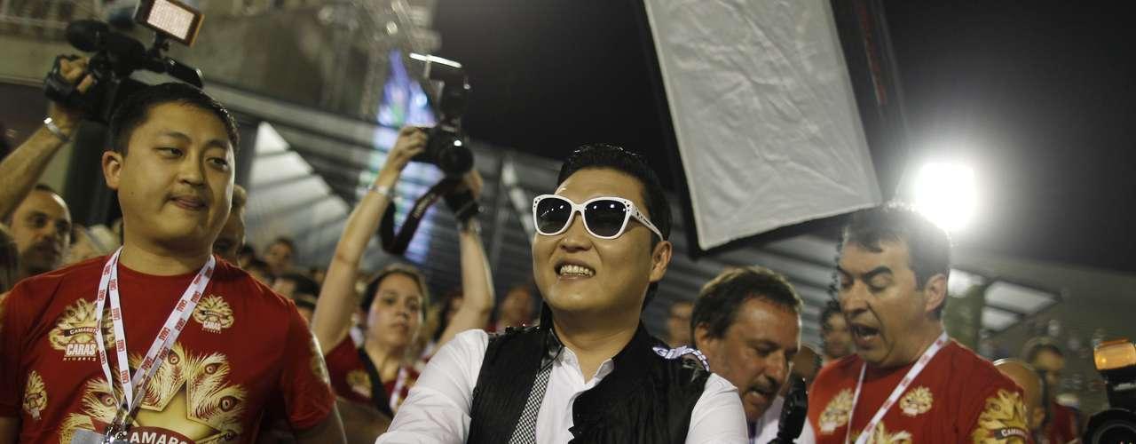 Según la secretaría de Turismo de Rio, 1,8 millones de personas asistieron al evento, 500.000 menos que el año pasado, cuando 2,3 millones tomaron el centro de la ciudad.