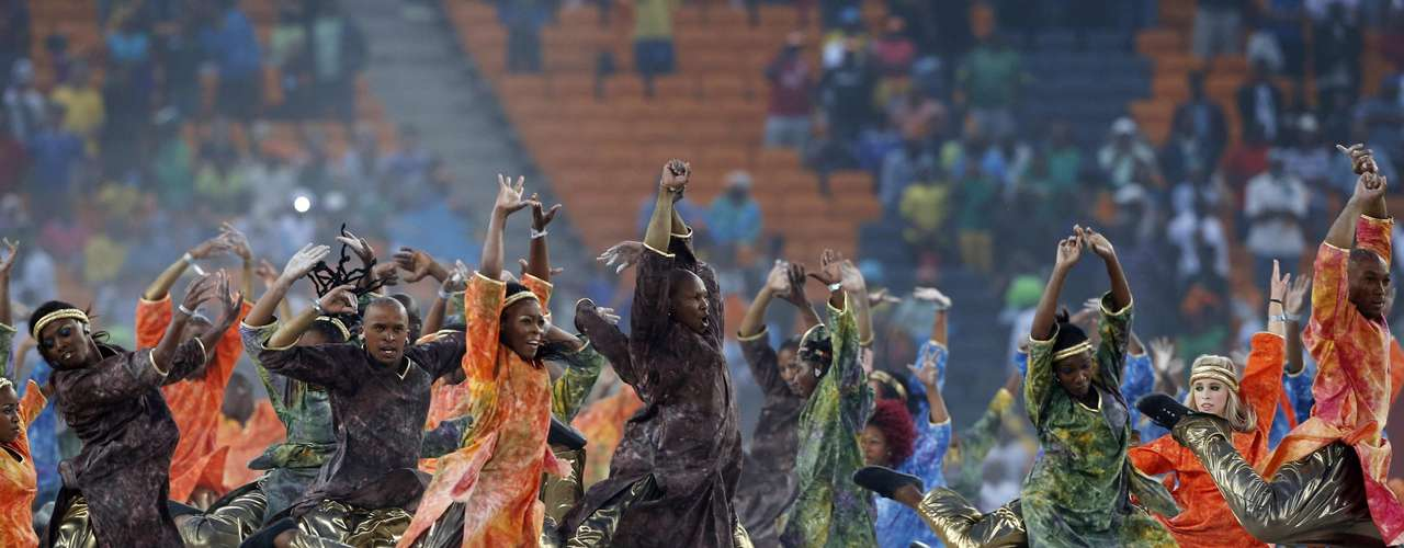 Spectacular dance and color in the closing ceremony ahead of the African Nations Cup.
