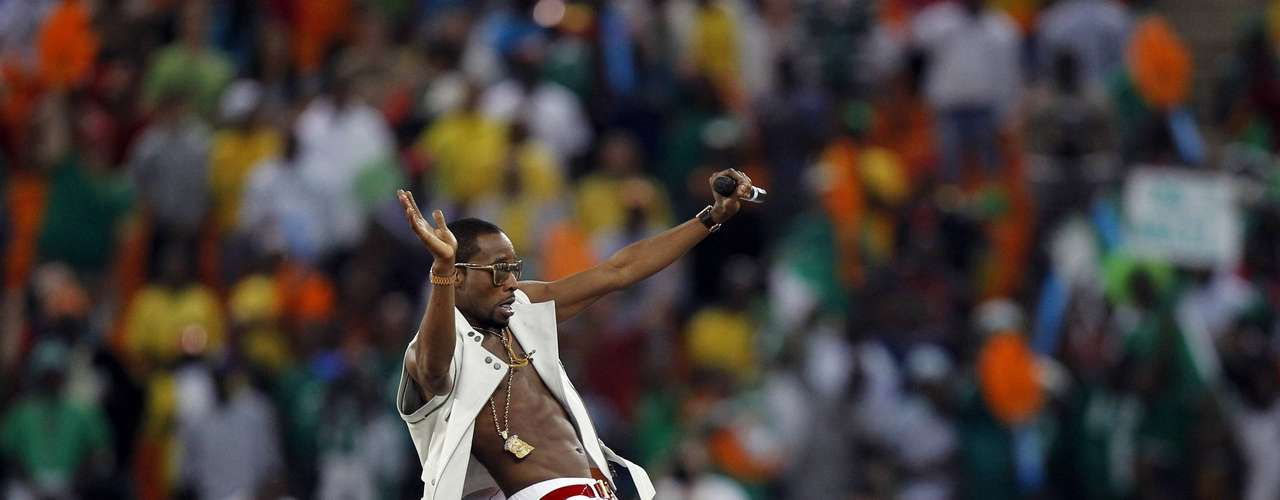 Performer D'Banj entertains during the closing ceremony.