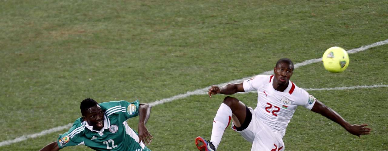 Burkina Faso's Prejuce Nakoulma (R) challenges Nigeria's Kenneth Omeruo.