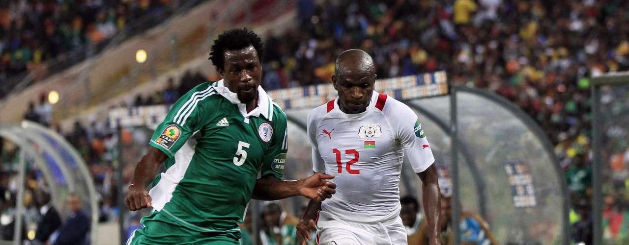 Burkina Faso's Saidou Panandetiguiri challenges Nigeria's Efe Ambrose (L)