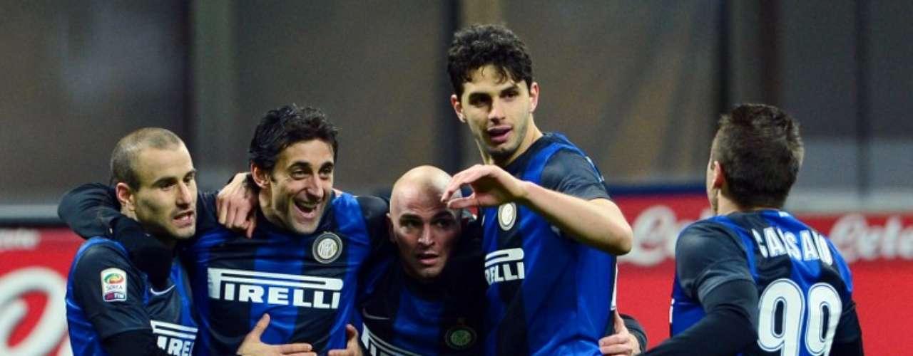 Inter está a un punto de Lazio, en la lucha por el tercer lugar, luego de vencer a Chievo Verona, con goles de Antonio Cassano, Andrea Ranocchia y Diego Milito.