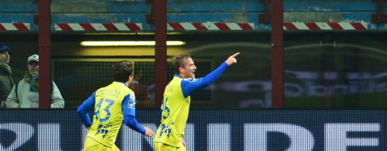 Luca Rigoni empató el partido para Chievo al minuto 21.