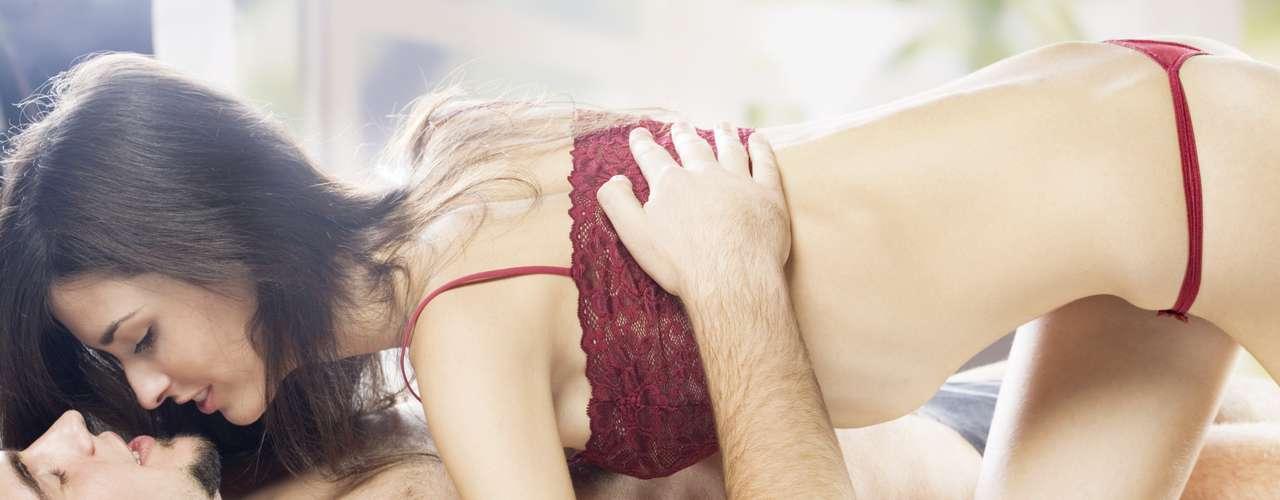 La vida sexual puede mejorar considerablemente gracias al conocimiento del cuerpopromovido por el yoga.