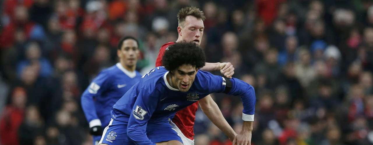 Manchester United's Phil Jones (R) challenges Everton's Marouane Fellaini.