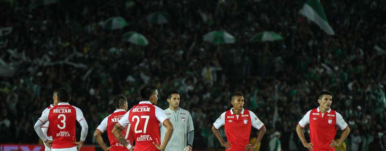 Independiente Santa Fe, pese a realizar una gran partido, se fue con el sinsabor de haber dejado escapar tres puntos sobre Atlético Nacional y terminar sumando una sola unidad.