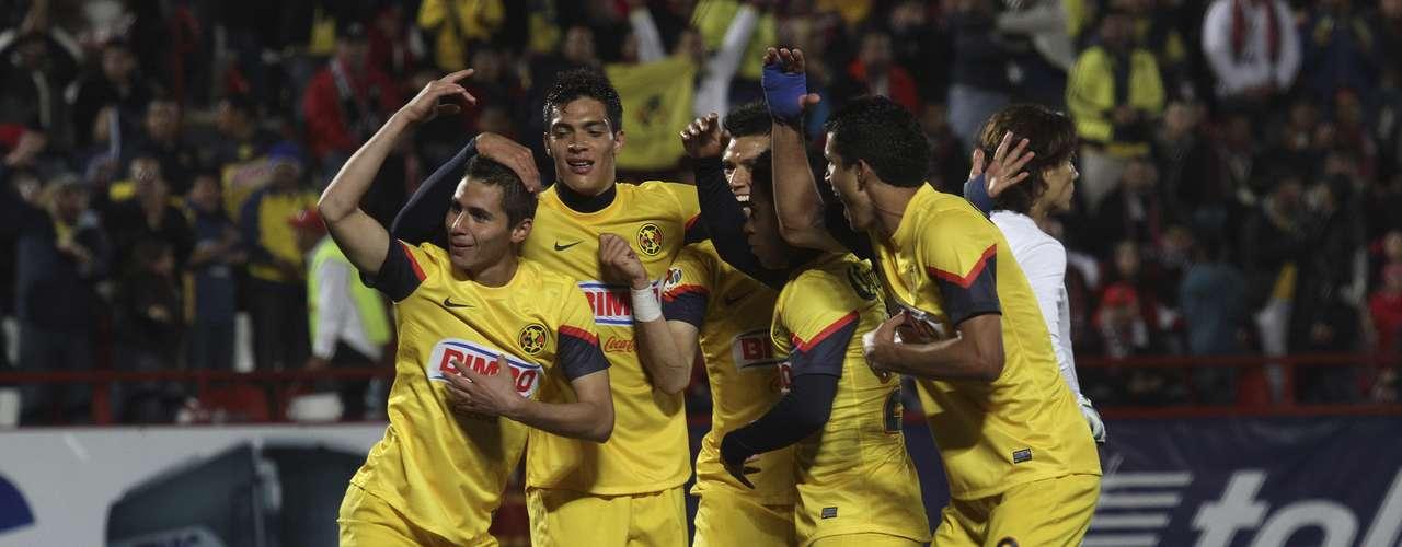 En un contragolpe, Paul Aguilar anotó el segundo gol americanista, por lo que desde ese instante Miguel Herrera ordenó atrincherarse en su área.
