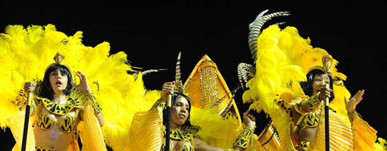 Great color and flavor was deployed by the Salgueiro samba school. It's choreography elicited miles and miles of applause.