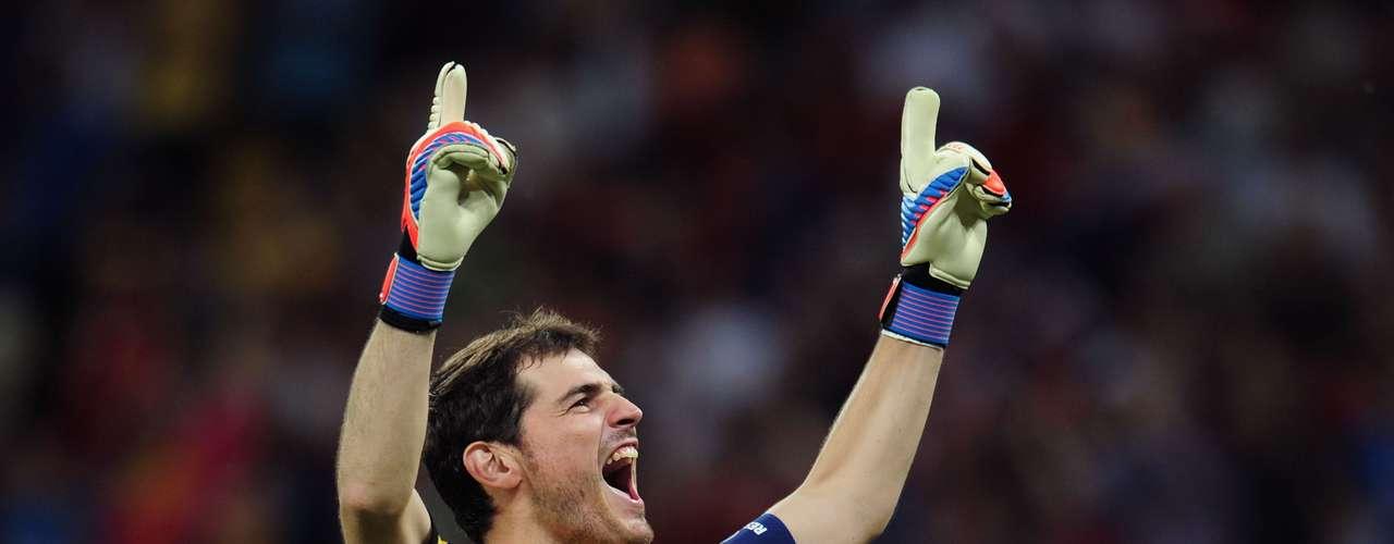 Iker Casillas: sigue siendo insustituible en la selección pese a su suplencia en el Madrid. Llegará a la Confederaciones tras una fractura en la mano que le ha tenido muchos partidos en el dique seco.