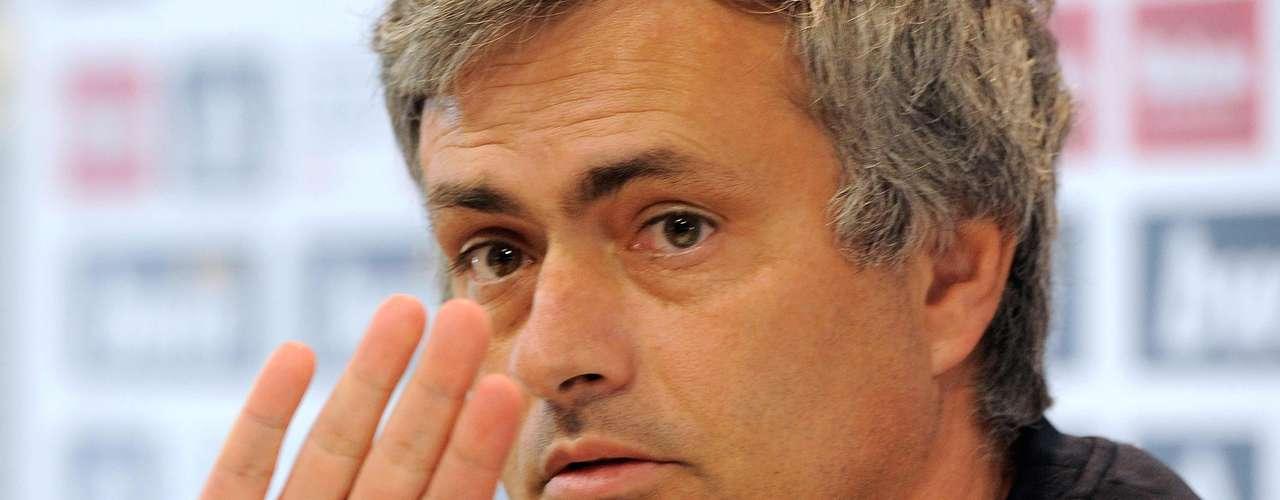 Pero al cierre de esta edición, el Real Madrid totaliza ocho derrotas en apenas seis meses de competición, que en el acumulado dan 19 derrotas en las dos temporadas y media como merengue, y el cierre pinta para rebasar las 21, que es el número máximo de derrotas para Mourinho en un sólo club, ¿usted apostaría a que Mou sigue el año que viene?