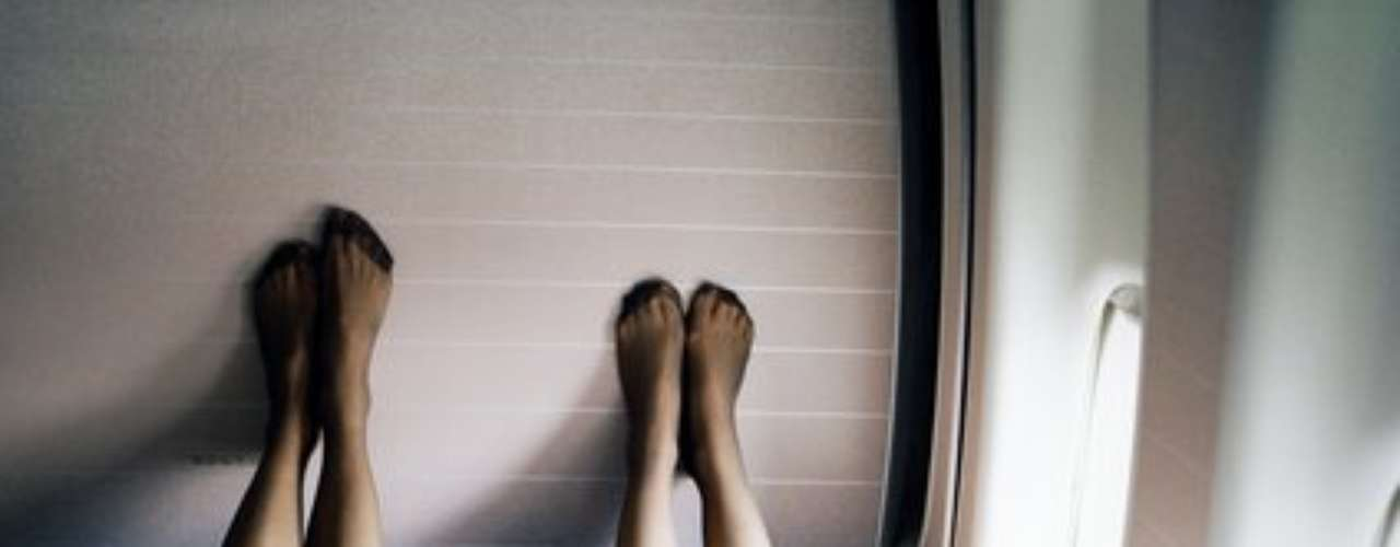 8. Que se quiten los zapatos para dormir. \