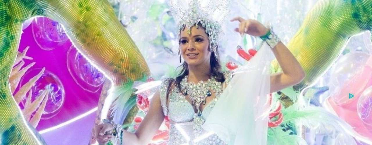 She wore this spectacular dress during the parade at the 'Sambodromo'