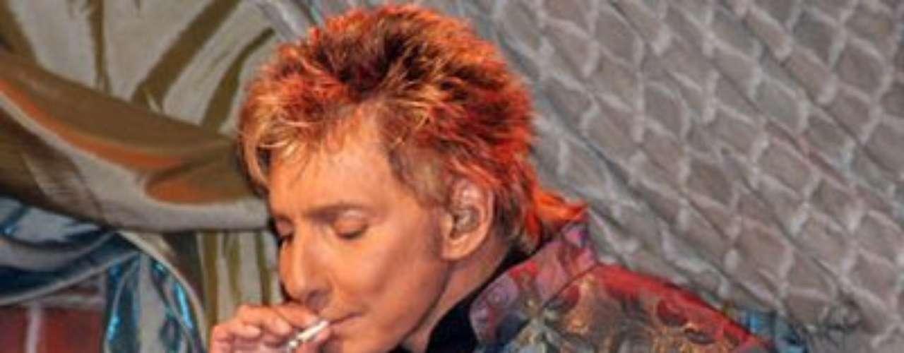 Una de las leyendas más grandes de la música estadounidense, Barry Manolow, jamás escondió su gusto por el 'pot', nombre como también se le conoce a la marihuana. De hecho, en sus conciertos era característico verlo fumando y cantando sus mejores temas.