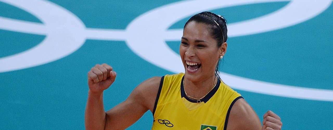 Jaqueline Carvalho (Voleibol-Brasil): Esta hermosa jugadora de voleibol es además uno de los más grandes talentos de esta disciplina en su país, con el que ha ganado dos medallas de oro olímpicas, en Pekín 2008 y Londres 2012.