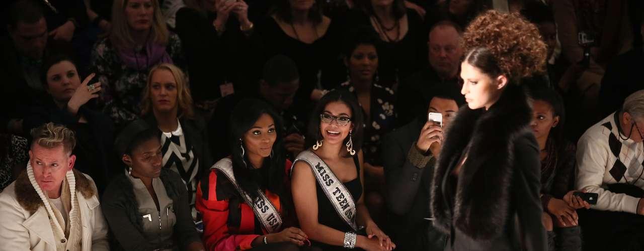 Allí las bellas reinas fueron las invitadas de honor para observar en primera fila las últimas creaciones del diseñador Zang Toi, durante el desfile que tuvo lugar en Stage at Lincoln Center en la ciudad de Nueva York.