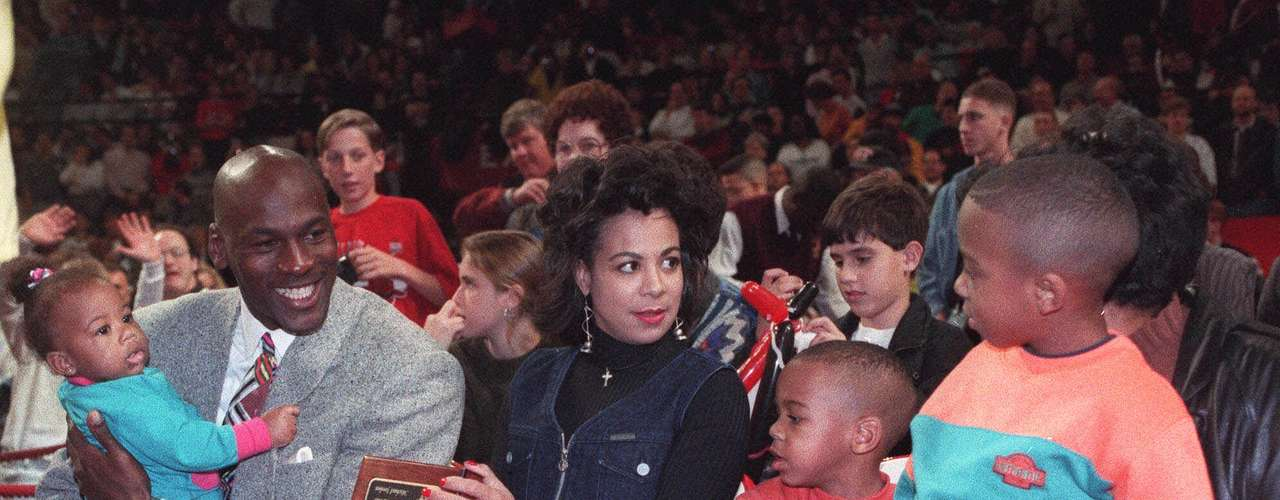 In September 1989 Jordan married Juanita Jordan (Vanoy was her maiden name), and they had two sons, Jeffrey Michael and Marcus James, and a daughter, Jasmine.