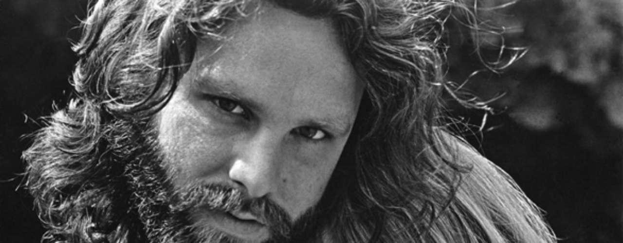 Jim Morrison -Pamela Courson:Se conocieron en 1965, cuando ella tenía 19años y Jim22,ytodavía nadie sabía demasiado de él. Pese a la creciente drogadicción de Jim y sus múltiples amantes durante la época dorada de The Doors, Pamela decidió seguir el ritmo de vida que él imponía. En 1971, se fueron juntos a vivir a París, lugar donde Morrison encontraría la muerte. Pamela también llevaría una vida llena de excesos hasta que murió en 1974 a consecuencia de una sobredosis de heroína.