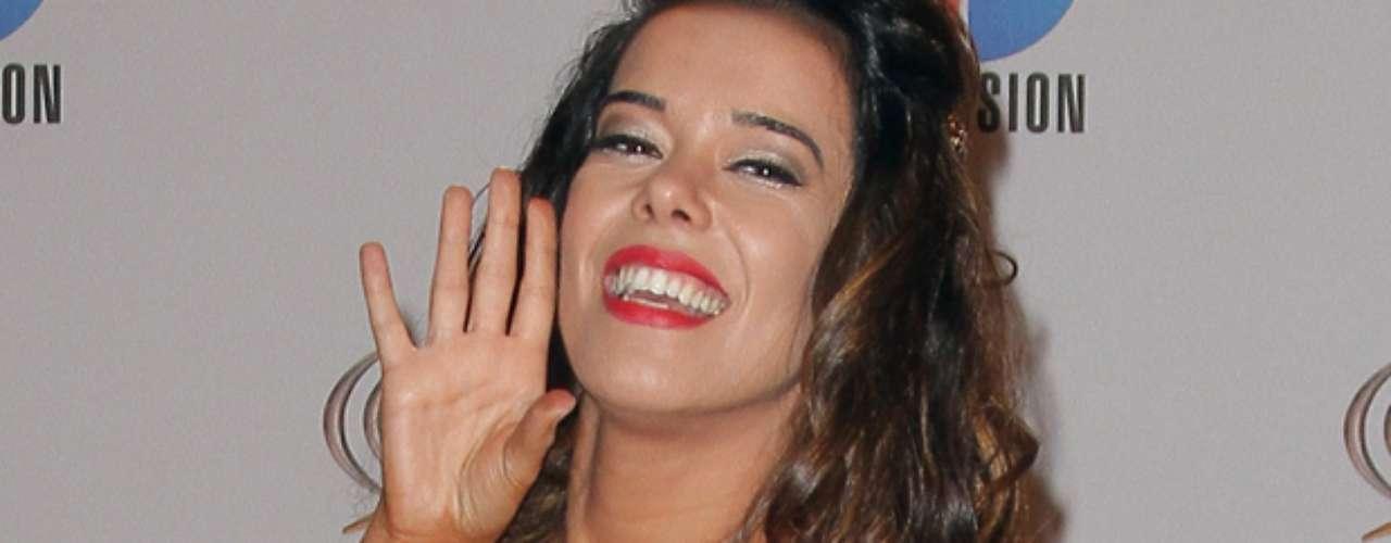 Beatriz Luengo -Se vienen los Premios Lo Nuestro A La Música Latina y para ir calentando el ambiente te traemos los escotes más llamativos y sensuales que han llevado las espectaculares féminas a través de los años en su paso por la alfombra roja en la gran fiesta de la música latina.