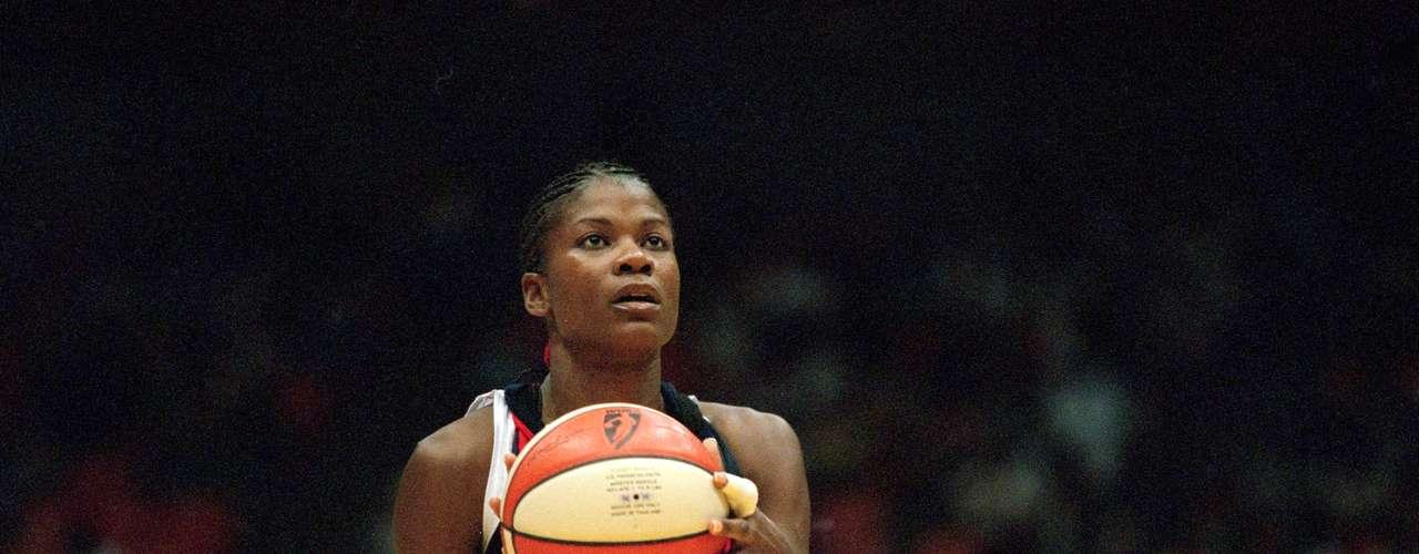 Swoops Sheryl ha sido la primera jugadora de la WNBA en revelar su orientación gay. Ganó 3 medallas de oro olímpicasy fue tres veces MVP de la WNBA.
