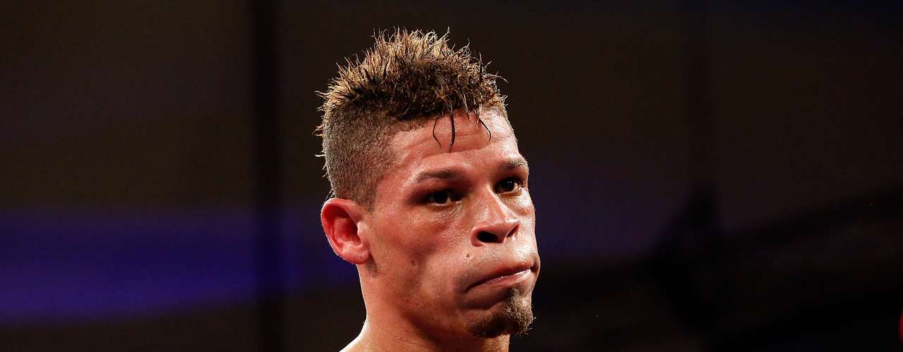 El boxeador Orlando Cruz revelóque era gay en 2012. Cruz representó a Puerto Rico en los Juegos Olímpicos de 2000 y es actualmente el cuarto clasificado peso Gallo por la OMB.