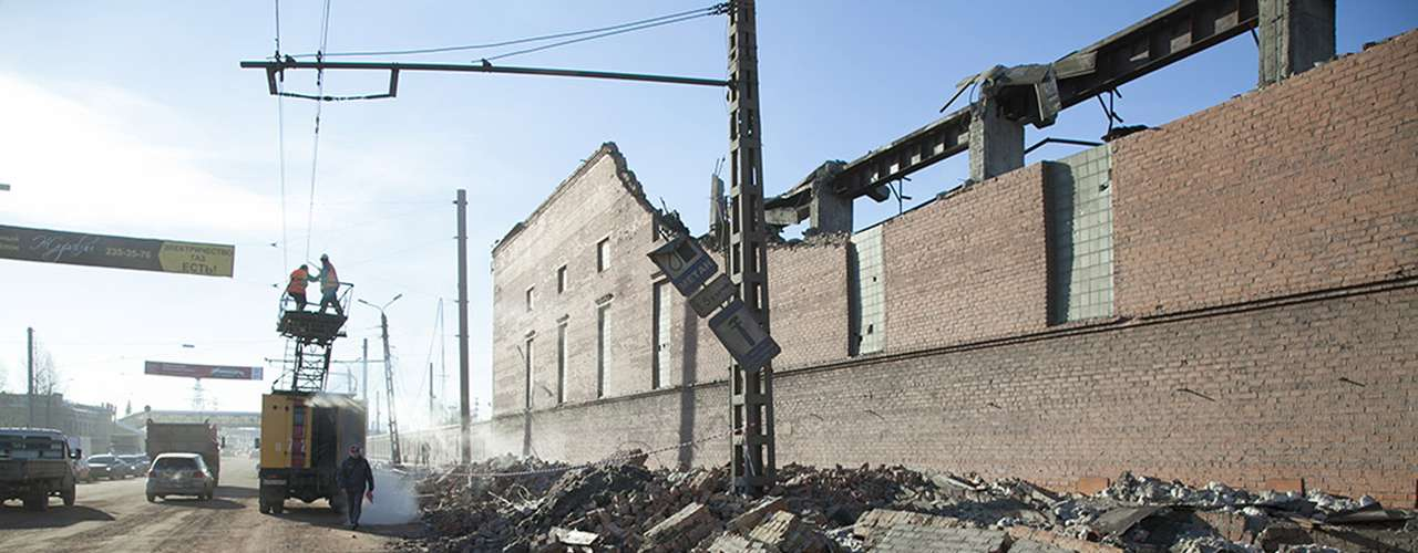 The Minister of the Interior in Russia said more than 400 people were injured, three of them seriously, by the shock wave caused by the meteorin Chelyabinsk and half a dozen other cities. The Emergency Situations Ministry said the cell phone communications were temporarily cut.