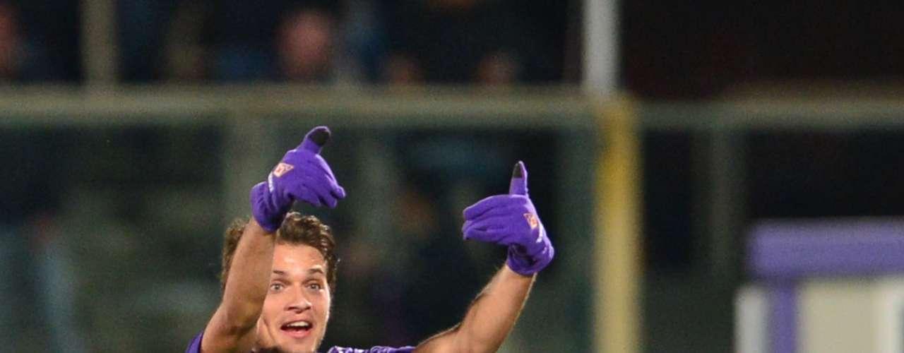 Ljajic celebra uno de sus dos goles ante el Inter de Milán.