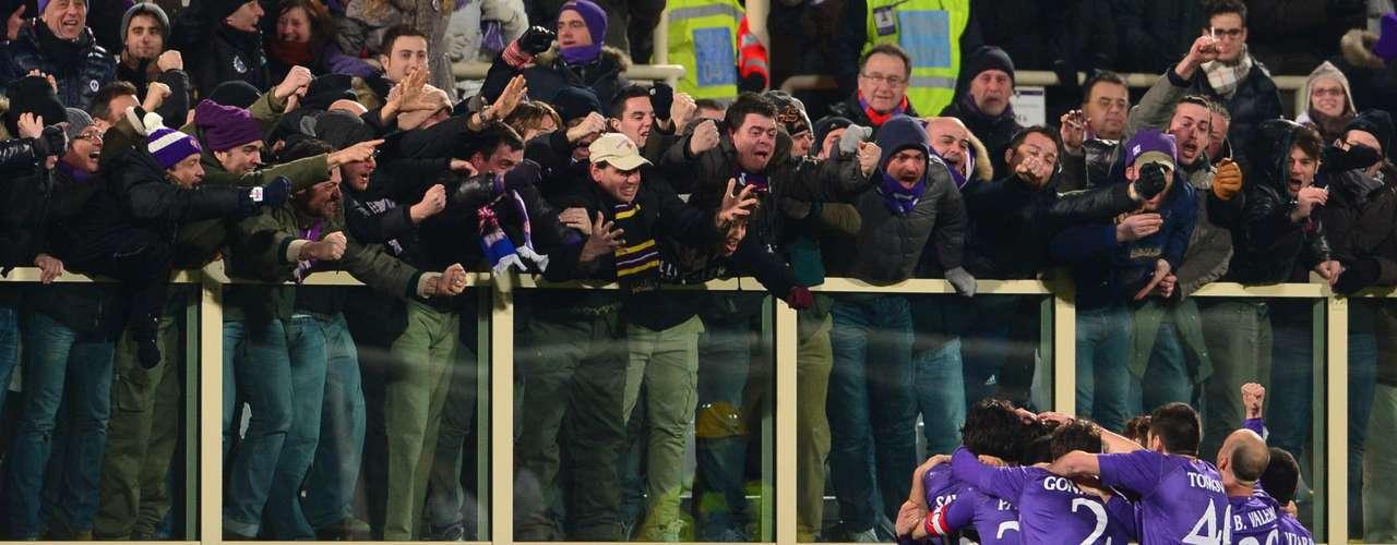 La Fiorentina goleó este domingo 4-1 al Inter con dobletes de Ljajic y Jovetic.