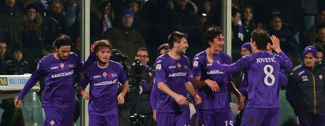 La Fiorentina celebra su contundente triunfo contra el Inter.