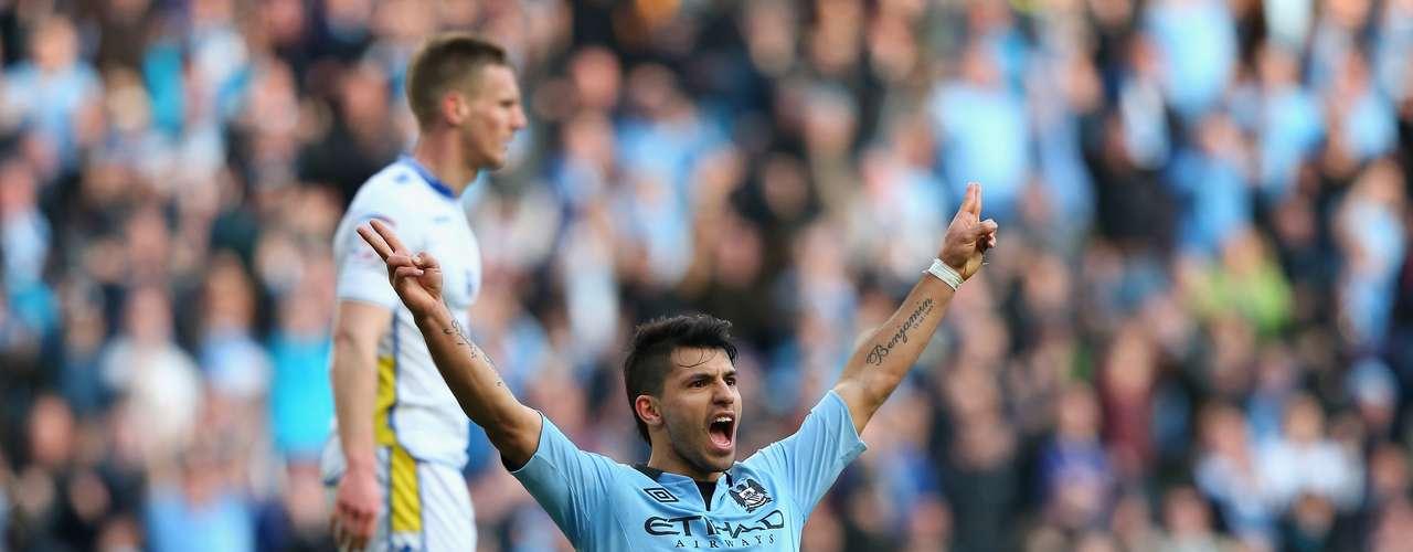 Agüero celebra su segundo gol con mucha emoción.