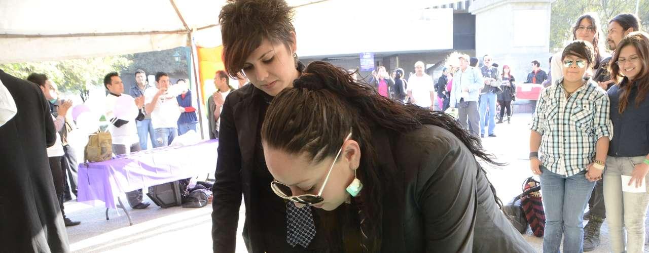 Con el propósito de exigir a las autoridades de Nuevo León la aprobación del matrimonio entre personas del mismo sexo, organizaciones civiles en pro de los derechos de gays, lesbianas y transgéneros realizaron matrimonios colectivos en la Plaza Zaragoza de Monterrey.