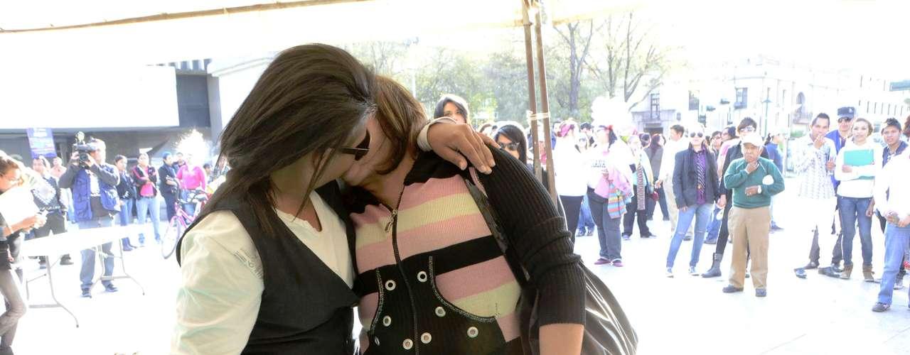 Convocaron las organizaciones COMAC, GESS AC, Diversitas e ICM, del colectivo lésbico-gay de Nuevo León.