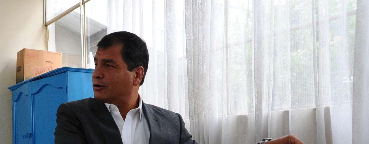 Los ecuatorianos acuden a las urnas este domingo para elegir presidente y miembros de la Asamblea Nacional. Ocho candidatos, entre ellos el actual presidente, Rafael Correa, esperan contar con el apoyo popular.
