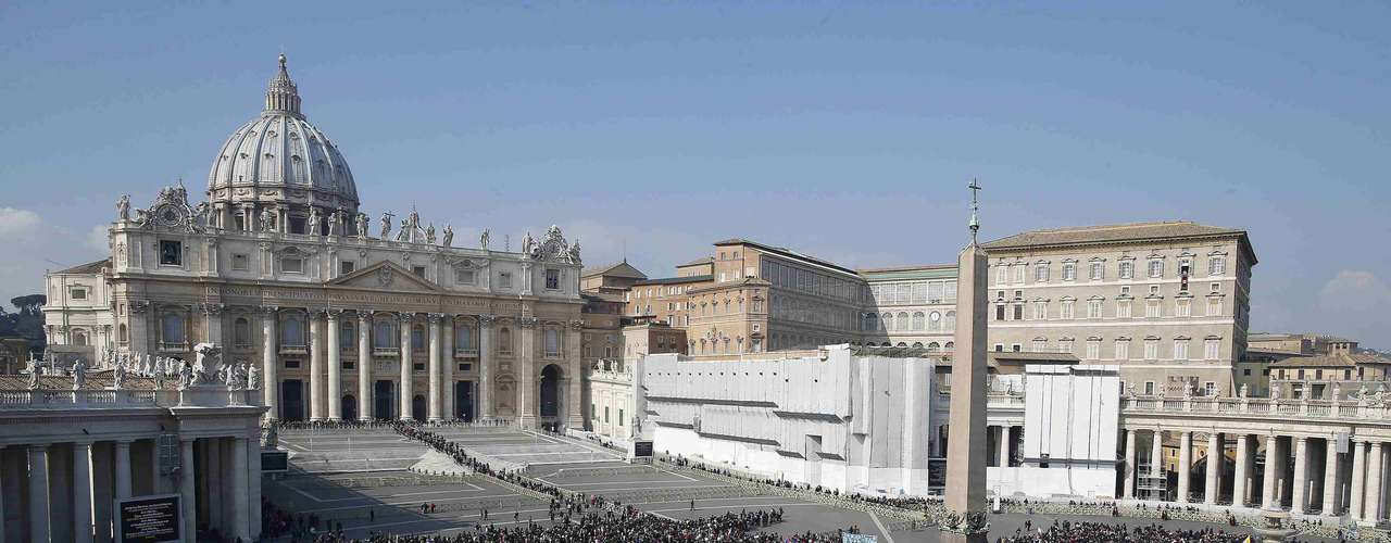 Unos 117 cardenales menores de 80 años serán elegibles para ingresar al cónclave secreto que escogerá al nuevo Papa. Las reglas de la Iglesia indican que el evento debe empezar entre 15 y 20 días después de que el papado quede vacante, lo cual ocurrirá el 28 de febrero.