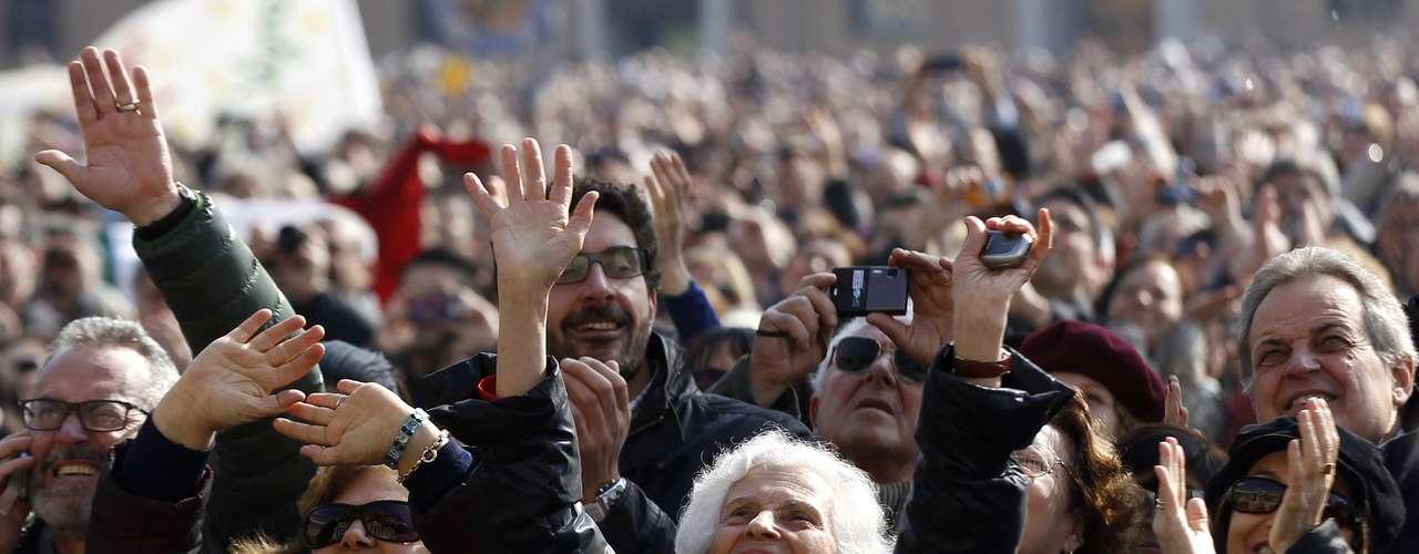 En la parte de su discurso en la que habló en italiano, Benedicto XVI mencionó a la Cuaresma, el periodo en que los cristianos reflexionan sobre sus acciones y buscan concentrarse en la oración, y se refirió a las dificultades al tomar decisiones importantes. \