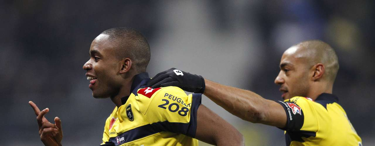 Sochaux's Cedric Bakambu (L) celebrates with team mate Cedric Kante (R) after scoring against Paris Saint Germain during their French Ligue 1 soccer match at the Bonal stadium in Sochaux February 17, 2013.