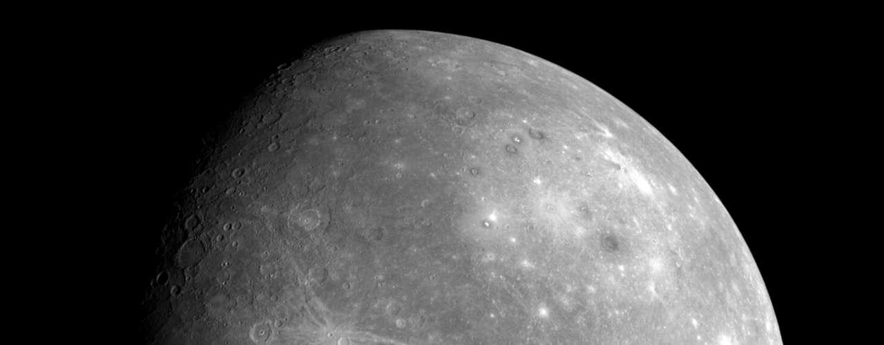 Las fotos con el mayor detalle que se haya visto hasta la fecha de Mercurio han sido mostradas a un grupo de científicos en el marco de una reunión en Boston, Estados Unidos, dando pie a nuevas teorías sobre el origen del planeta.