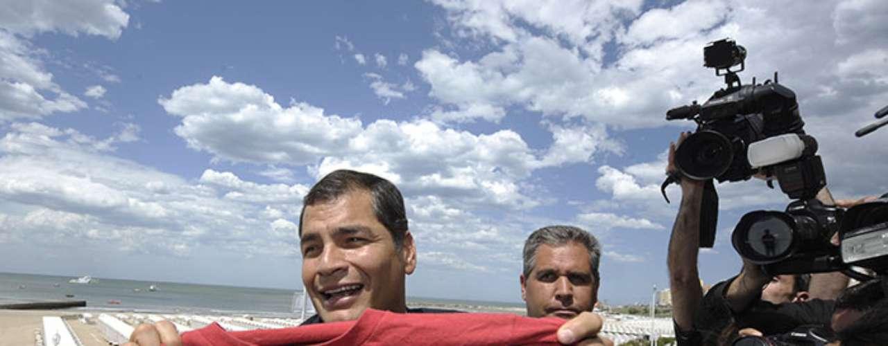 Correa confiesa que no fue tan buen Estudiante: Bueno, primero era muy buen alumno. En secundaria ya me eché al abandono, pero nunca me quedé en nada