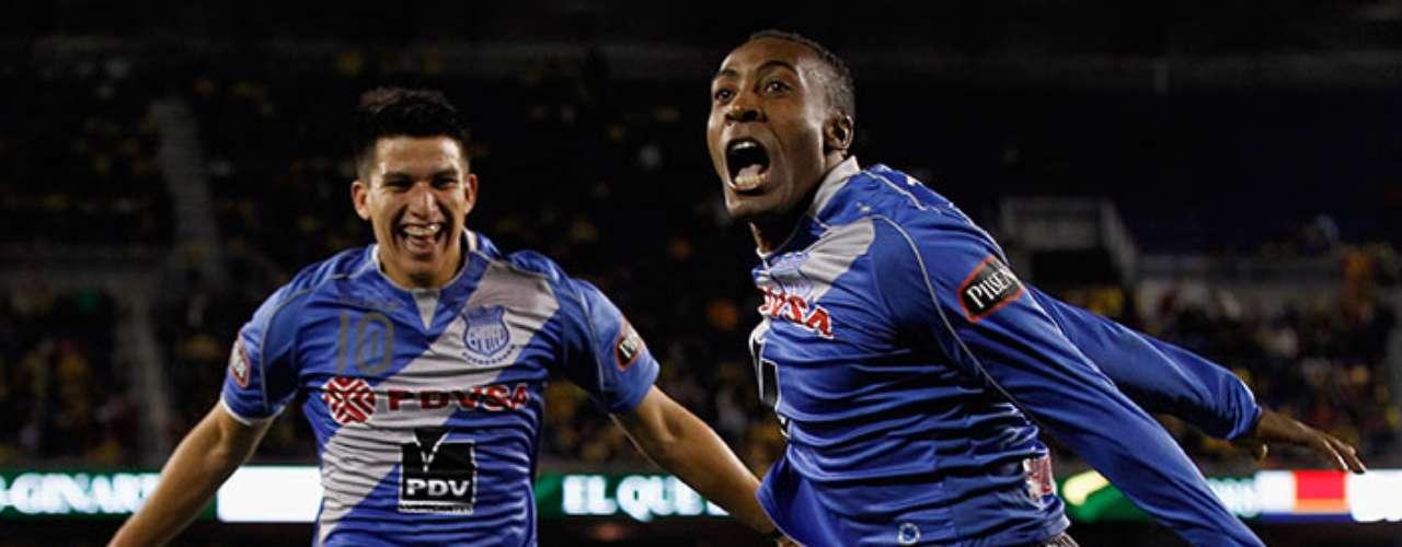 Correa es fanático del futbol, el equipo de sus amores es el Emelec, que juega en Guayaquil.