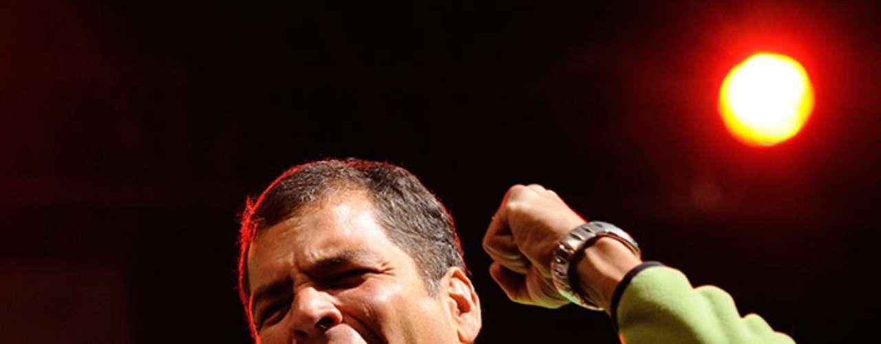 En gustos musicales el recién elegido presidente de Ecuador se inclina por las baladas del grupo español Mocedades y las del intérprete argentino Alberto Cortez, en especial la canción Parábola de uno mismo.