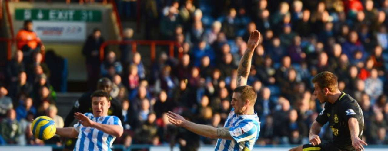 Wigan won without problems (4-1) at Huddersfield Town.