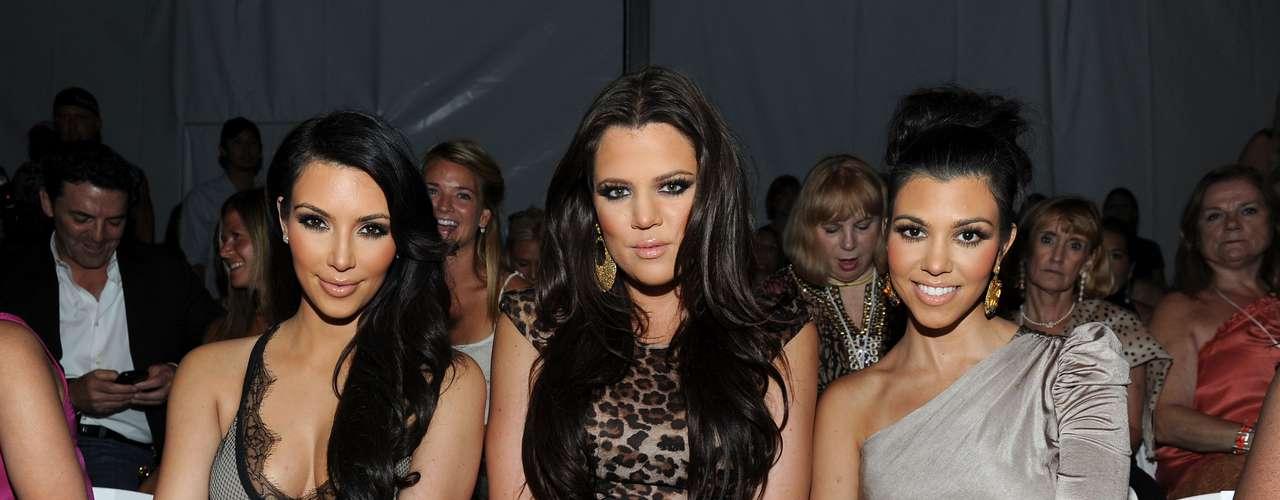 Las hermanas Kardashian podrán tener distintos hombres en su vida cada cierto tiempo, pero lo que no cambia es la solidaridad entre ellas.
