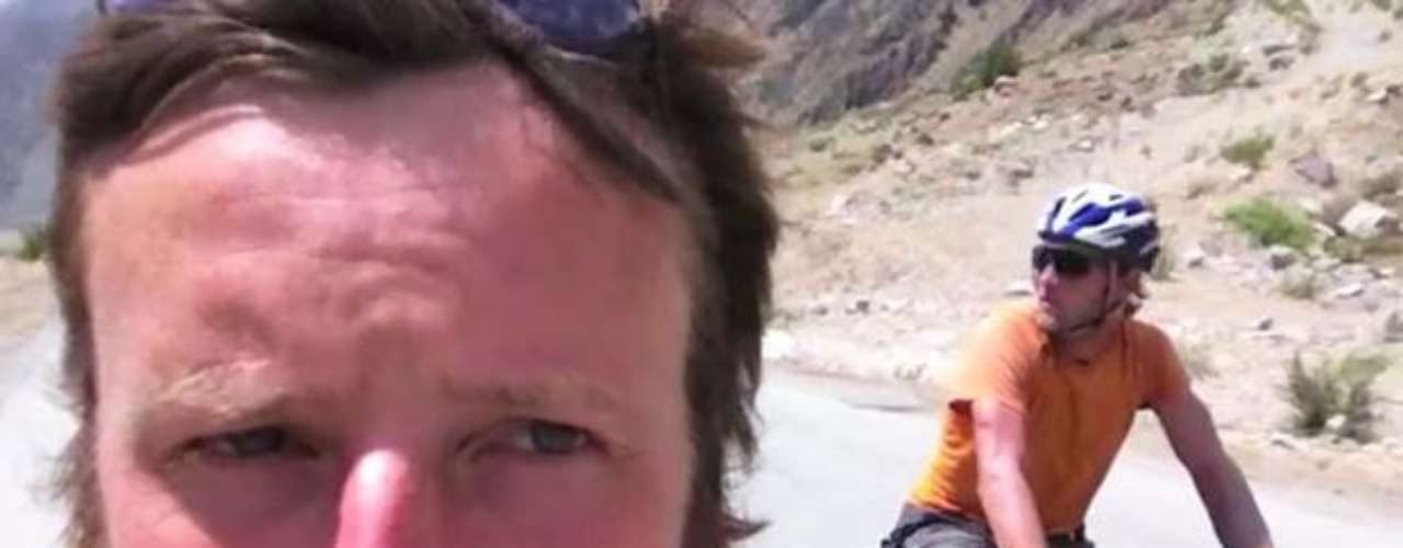 Peter Root and Mary Thompson, who were narrating their journey in an internet blog, lost their lives during an accident in a suburb east of Bankgok, informed Thailand police. The couple from Guernsey, who both were 34, left Great Britain and had traveled Europe, the Middle East, Central Asia and China.